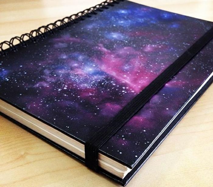 belle-cahier-personnalisé-cahiers-originales-une-idée-comment-faire-à-soi-même-diy-galaxie-resized