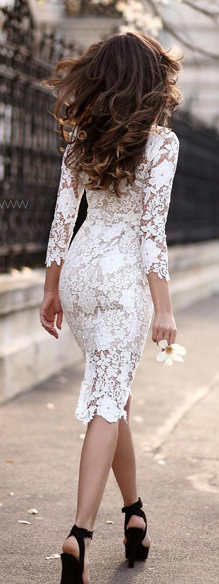 belle-robe-blanche-a-dentelle-style-chique-tenue-du-jour-le-dos