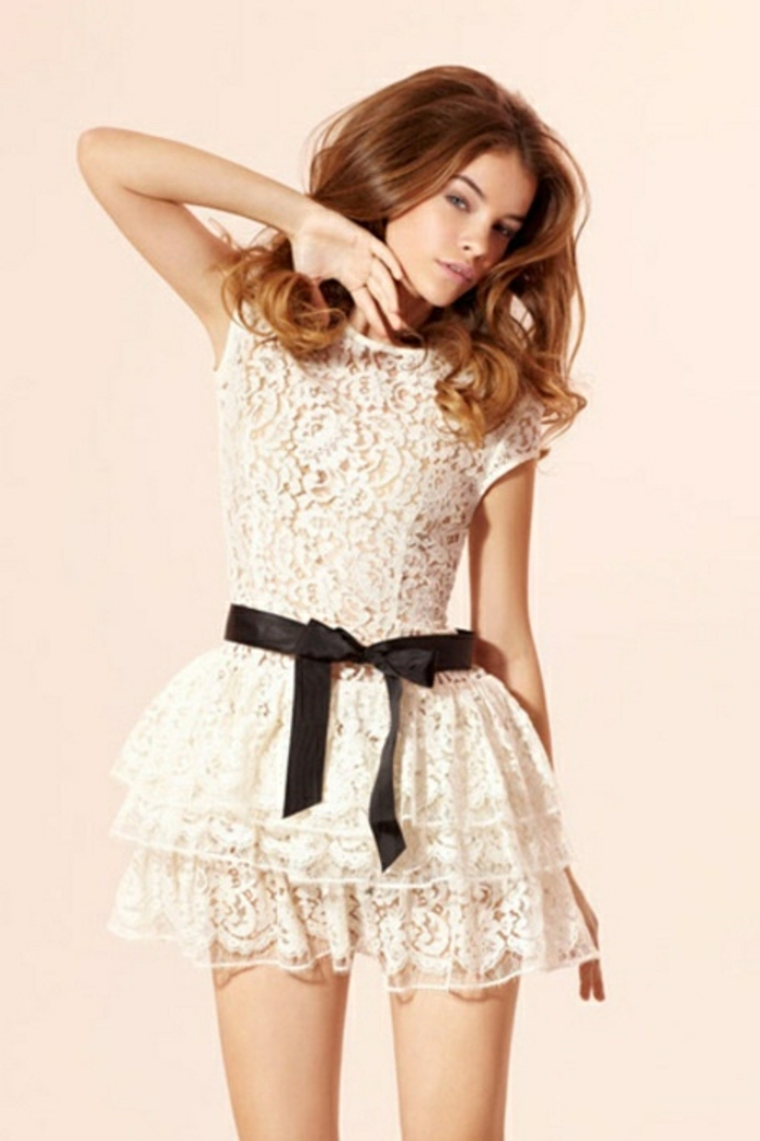 belle-robe-blanche-a-dentelle-style-chique-tenue-du-jour-originale