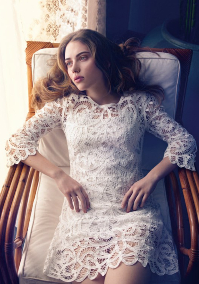 belle-robe-blanche-a-dentelle-style-chique-tenue-du-jour-scarlet-johanson