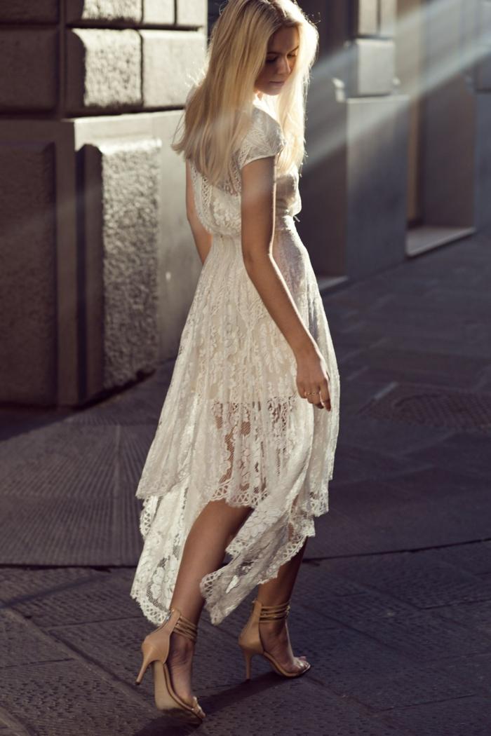 blanche-robe-dentelle-robe-blanche-longue-dentelle-femme-fatale