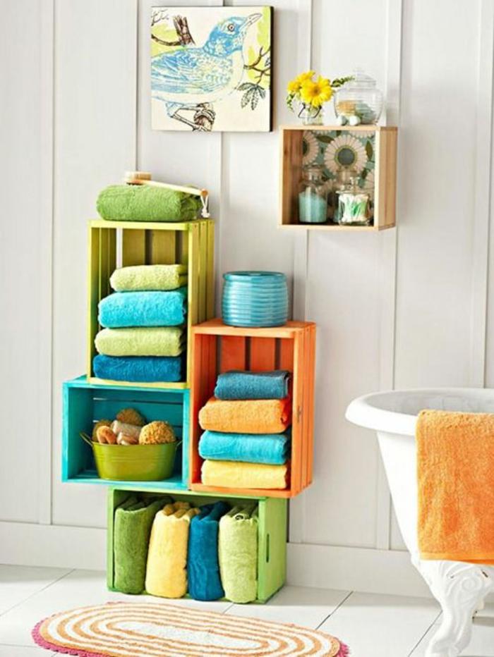 boîte-de-rangement-rangement-avec-des-caisses-colorées