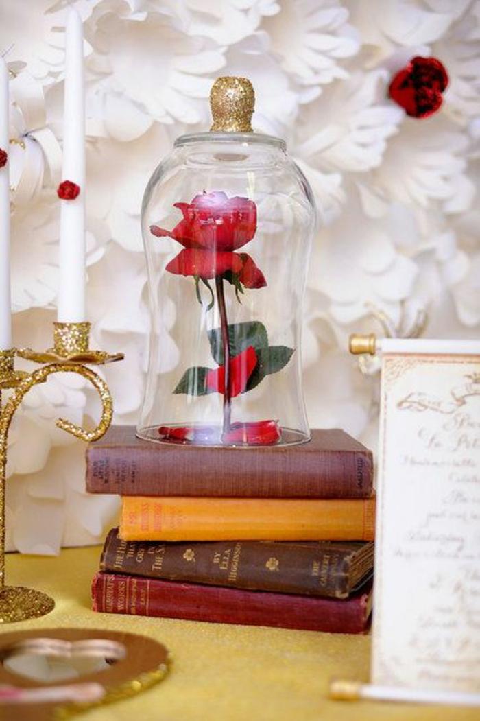 bonbonnière-de-mariage-festive-bonbons-dragées-belle-idée-rose-dans-la-bonbonnière-table-de-chevet-cont-de-fee