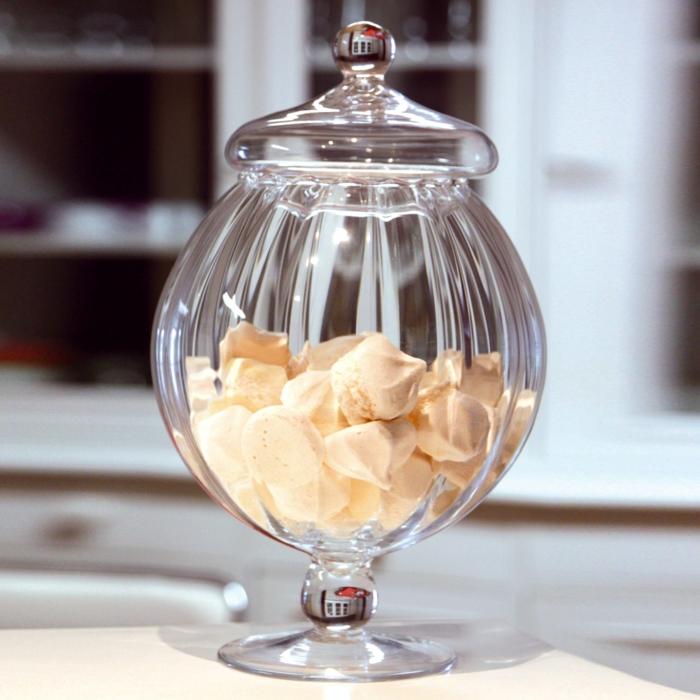 bonbonnière-en-verre-joli-article-décoration-verre-bocal-aménagement-déco-jolie-de-la-maison