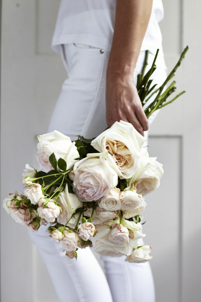 bouquet-de-roses-blanches-signification-des-roses-blanches-quelle-roses-choisir