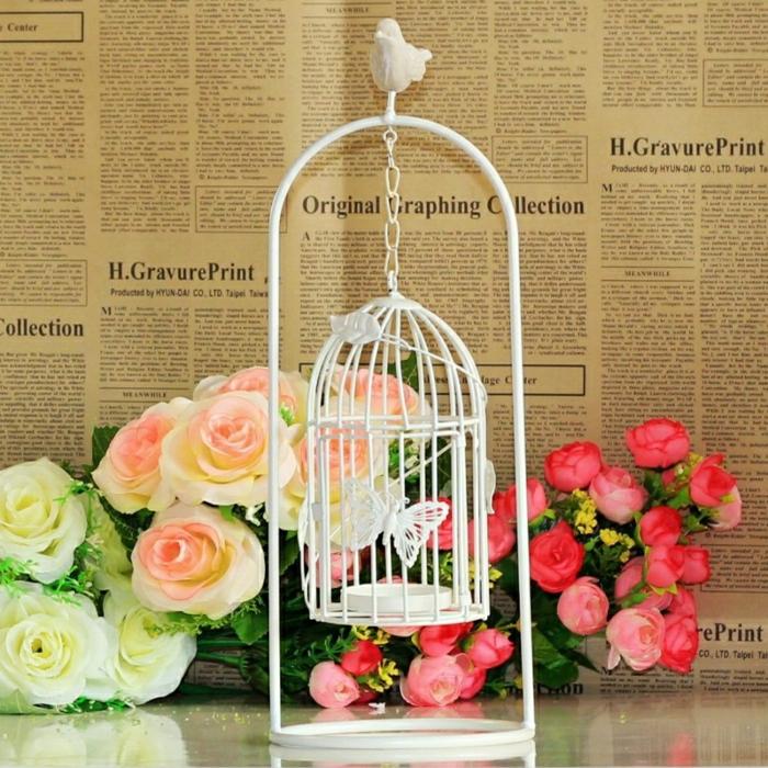 cage-à-oiseaux-décorative-cage-rustique-et-roses-artificielles