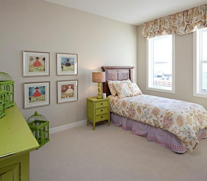 cage-à-oiseaux-décorative-cages-vertes-dans-la-chambre-à-coucher