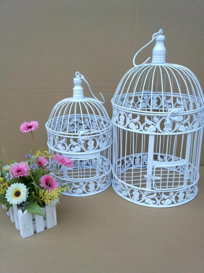 cage-à-oiseaux-décorative-en-fer-forgé-peinte-blanche