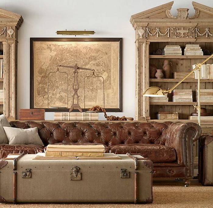 canapé-club-dans-le-salon-vintage-avec-meubles-rétros-et-un-fauteuil-club-cuir-vieilli