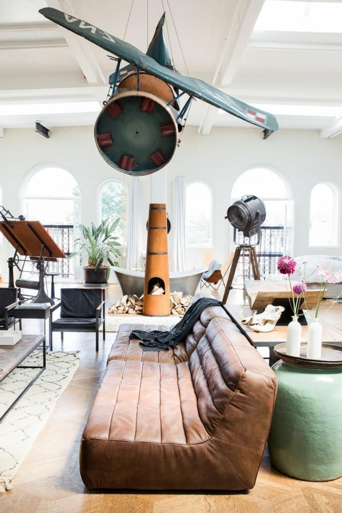canapé-togo-grande-lampe-tripode-décoration-extravagante
