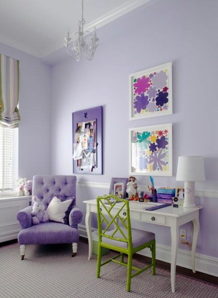 chaise-de-bureau-enfant-chambre-violet-sol-en-moquette-murs-colorés-fauteuil-fly
