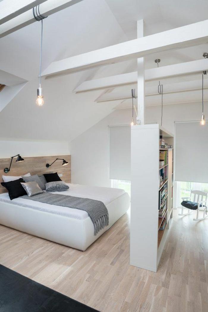 chambre-à-coucher-sous-pente-parquette-en-bois-clair-meubles-dans-la-chambre-à-coucher