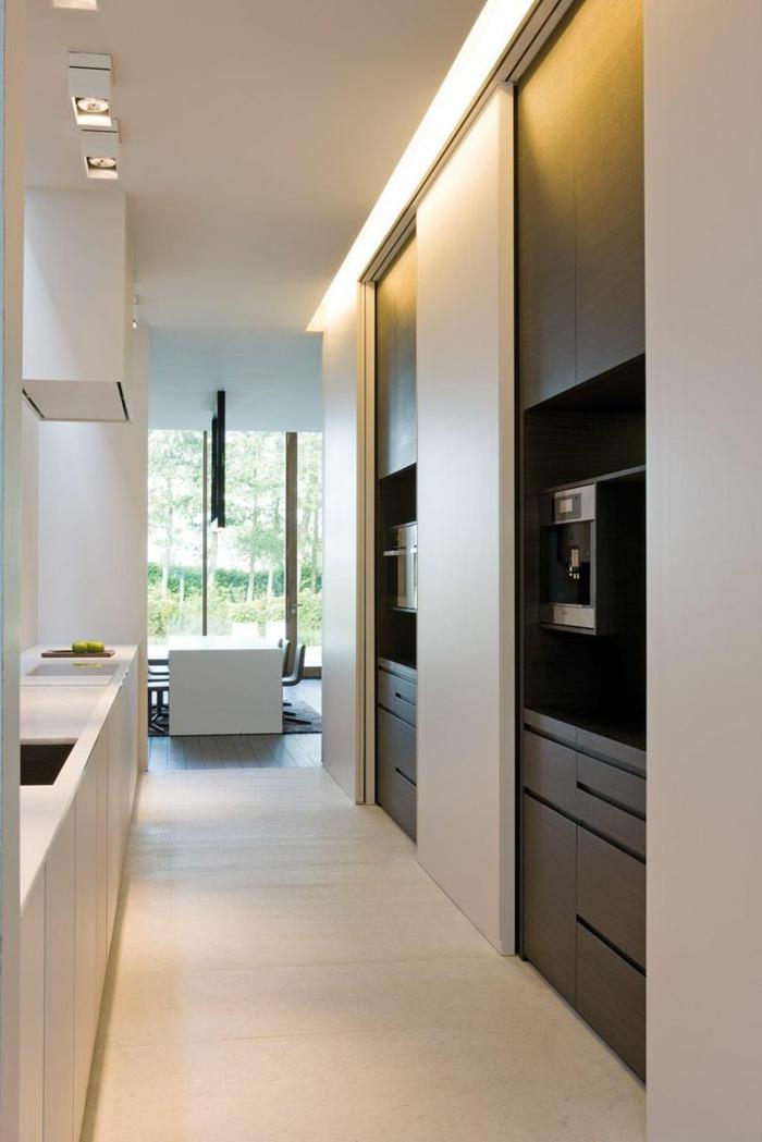 cloisos-coulissantes-dans-la-cuisine-pour-cacher-les-meubles-de-cuisine-cloisos-coulissantes-beiges