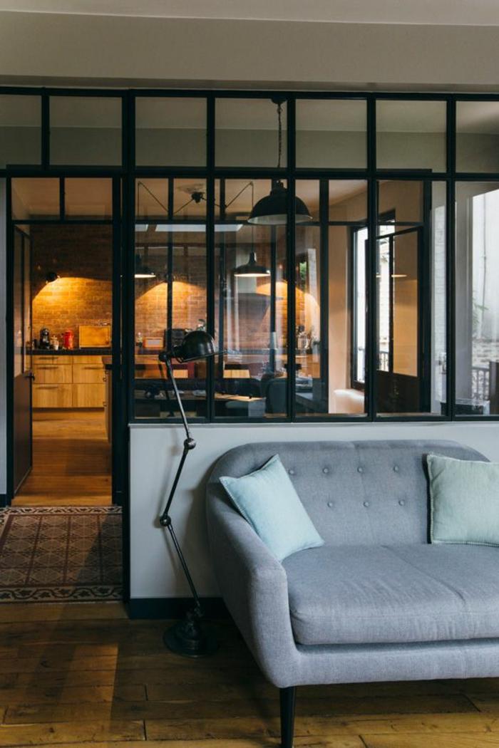 comment-aménager-son-salon-fauteuil-transformable-endroit-espace-salon-et-salle-à-manger-chaises