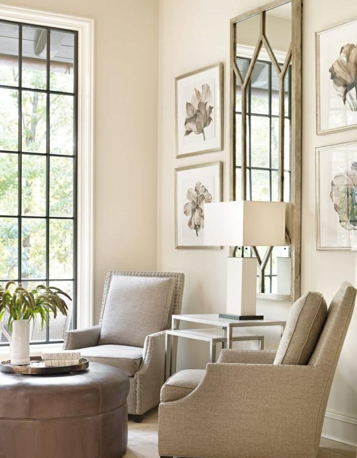 comment-aménager-son-salon-fauteuil-transformable-lampe-grand-miroir-carré-peintures-fleurs