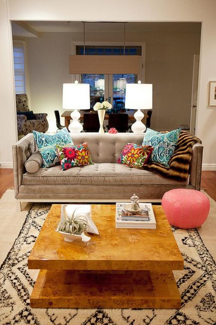 comment-choisir-un-tapis-saint-maclou-pour-le-salon-avec-canapé-gris-et-lampes-de-salon