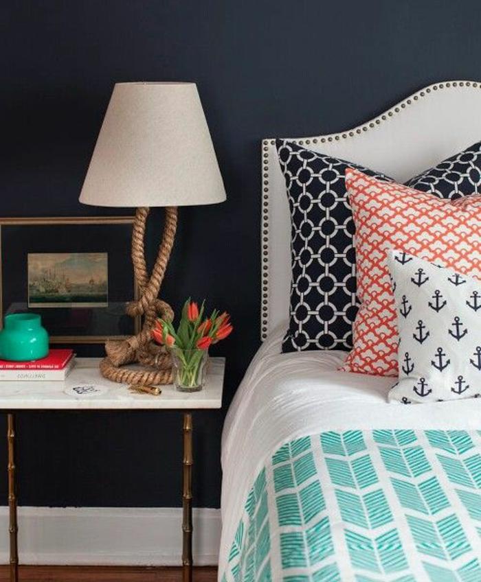 comment-décorer-sa-chambre-avec-une-lampe-décorative-blanche-mur-gris-salle-à-coucher-moderne
