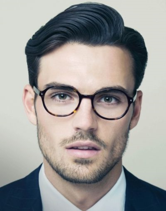 coupe-de-cheveux-homme-cheveux-épais-noir-lunette-de-vue-cheveux-noirs