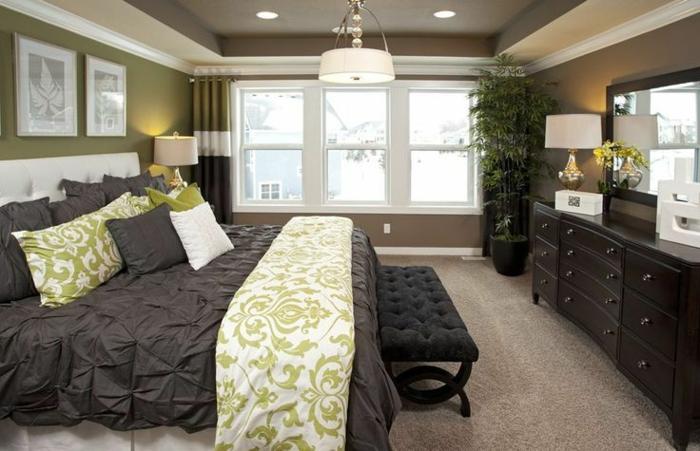 couverture-de-lit-gris-idéе-déco-chambre-parentale-suite-parentale-fenetre-grande-miroir