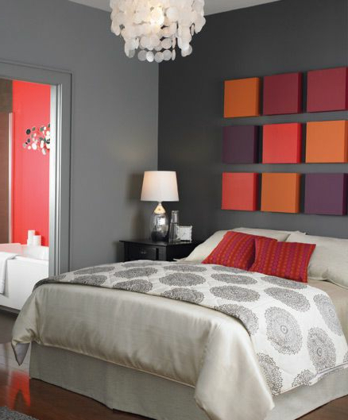 cube-coloré-décoration-murale-mur-gris-chambre-à-coucher-idee-deco-chambre-parantale