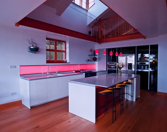 cuisine-moderne-avec-credence-ardoise-meubles-de-cuisine-moderne-sol-en-parquette