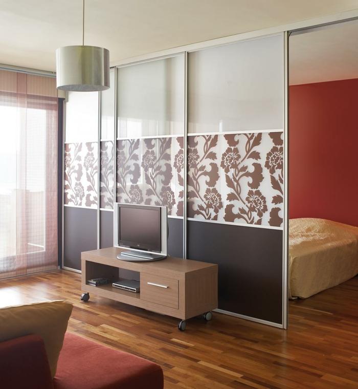 déco-idées-chambre-à-coucher-avec-séparateur-de-pièce-salon-sofa-tele