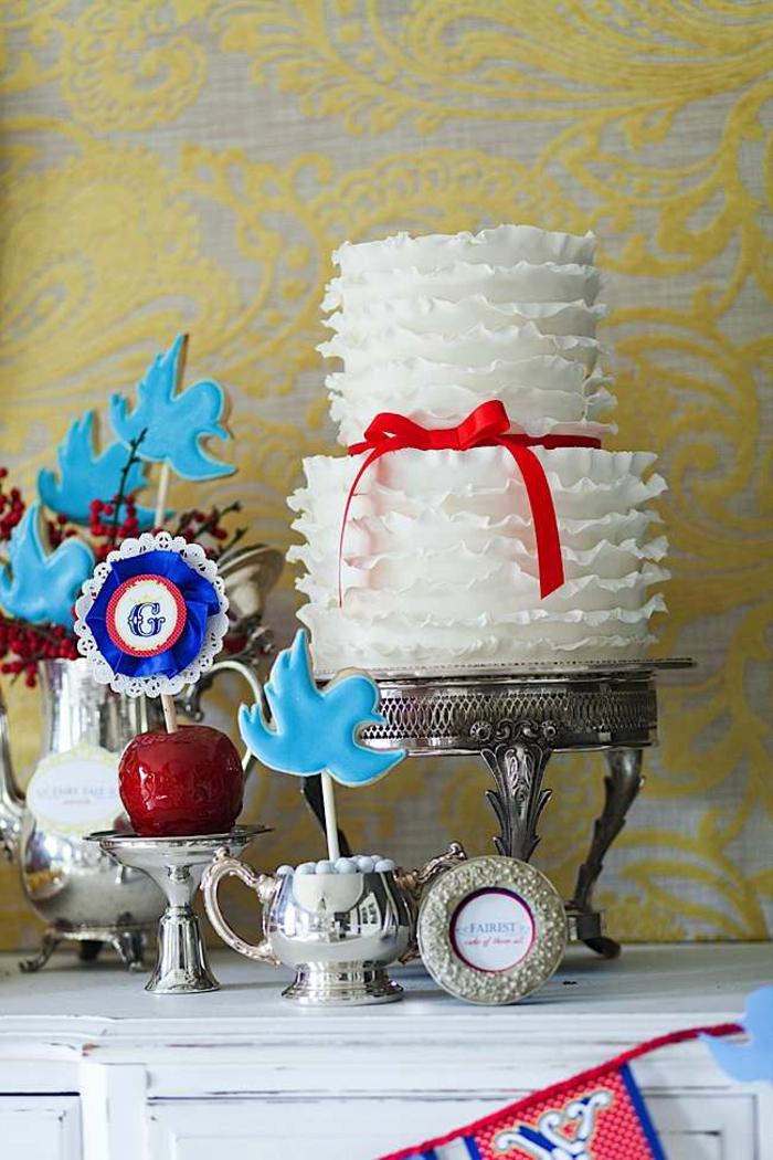 déco-table-anniversaire-enfant-blanche-neige-et-les-sept-nains-gateau