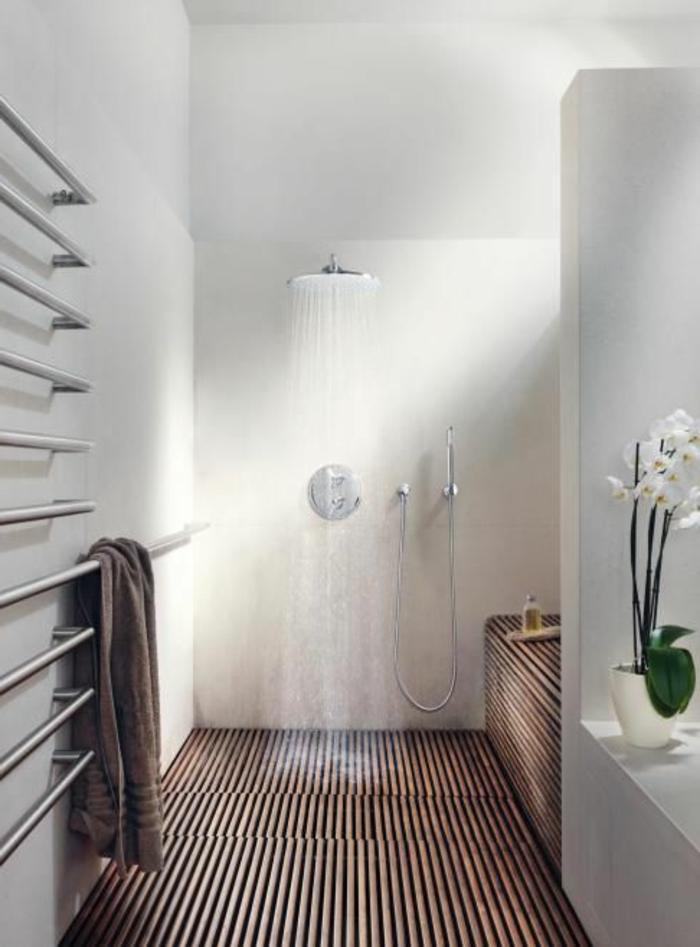 décoration-japonaise-style-japonaise-chambre-japonaise-salle-de-bain-avec-murs-blancs-sol-en-bois