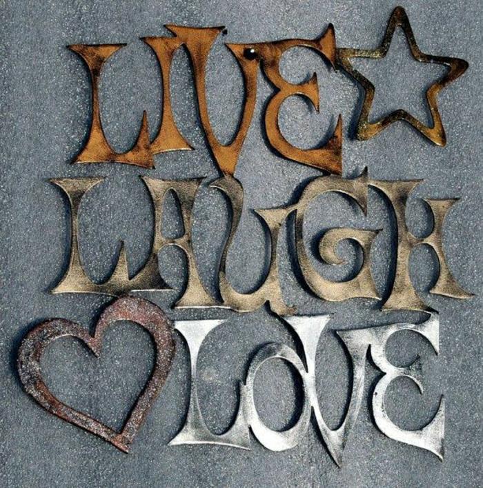 décoration-murale-en-métal-citations-et-lettres-décoratives