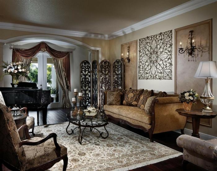 décoration-murale-en-métal-et-petite-table-en-métal
