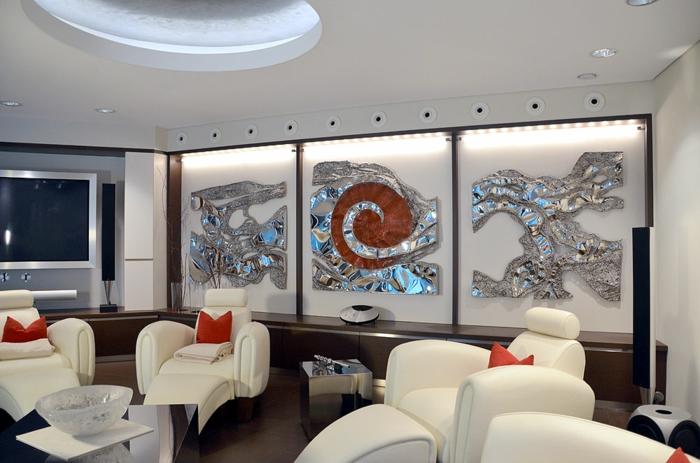 décoration-murale-en-métal-sculptures-métalliques-et-ambiance-futuristique