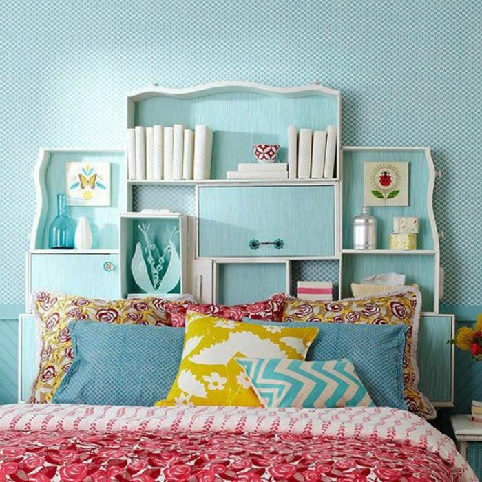 décoration-murale-idee-deco-chambre-ado-murs-beus-ciel-linge-de-lit-coloré