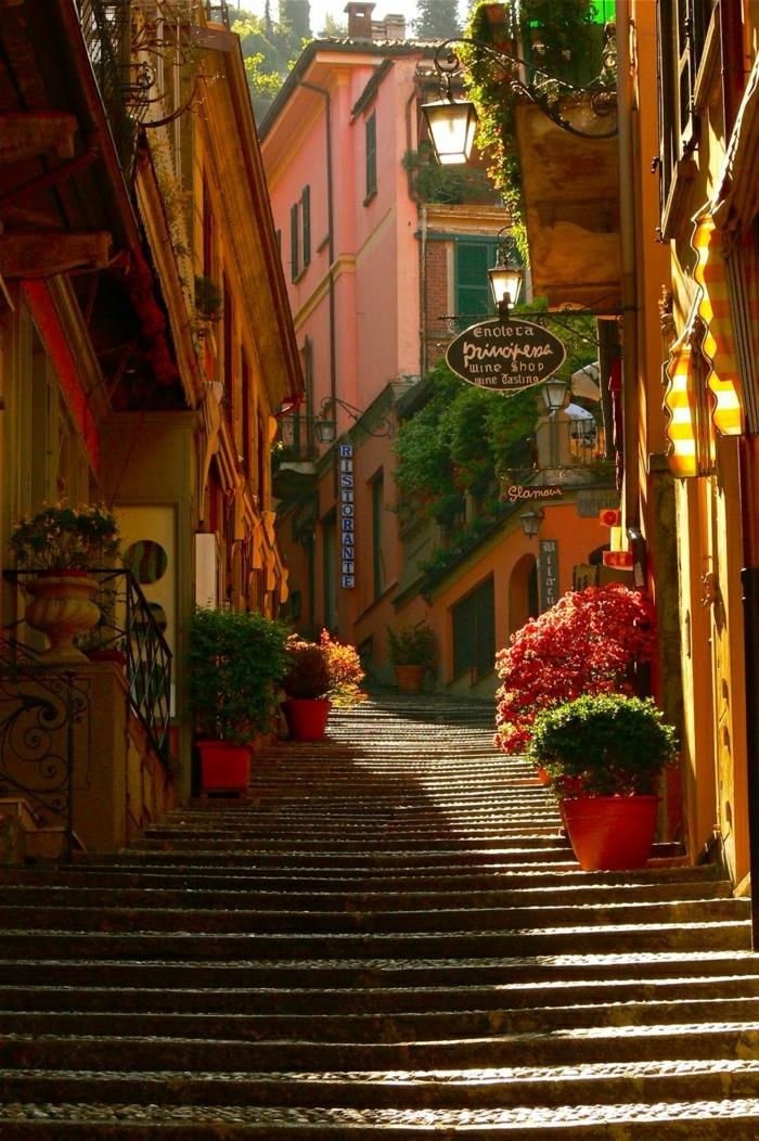 de-visiter-les-lacs-italiens-lac-de-come-routard-bellagio-italie-escaliers-moyen-age