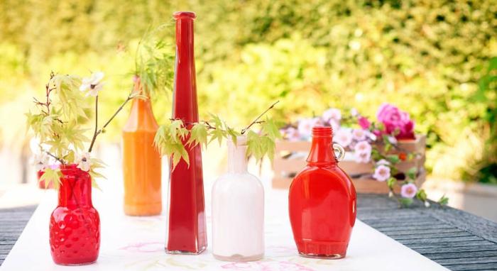 deco-plafond-mariage-deco-de-mariage-pas-cher-bouteilles-fleurs-vase