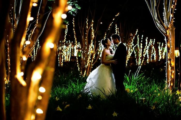 deco-plafond-mariage-deco-de-mariage-pas-cher-jolie-couple-lumieres