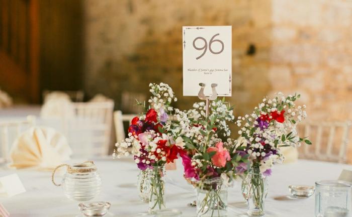deco-salle-de-mariage-location-deco-mariage-originale-faire-soi-même-fleurs-vases-numero-du-table