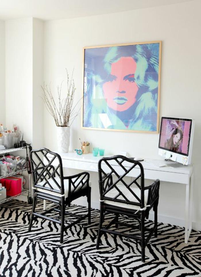 tapis zebre dans la chambre, deco zebre, peintures murales, chaises en