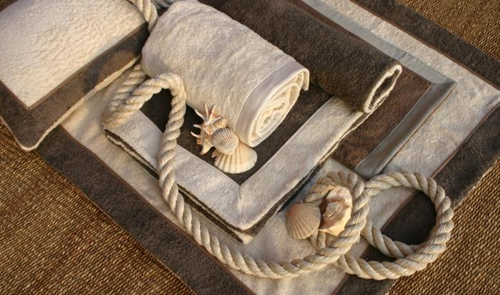 double-tapis-de-plage-serviette-homme-fouta-plage-serviettes-serviette-bain-tapis-beige-coussins-resized