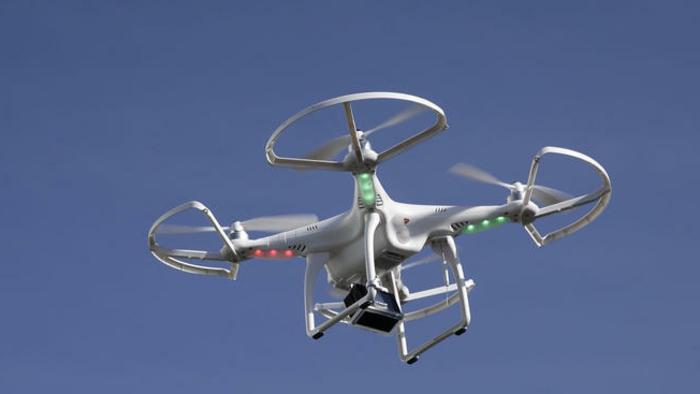 drone-télécommandé-élégant-modèle-blanc