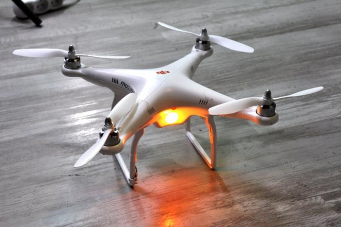 drone-télécommandé-amusement-unique-avec-robot-volants
