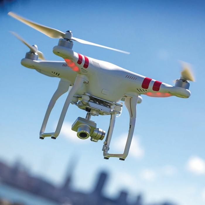 drone-télécommandé-drone-télécommande-qui-prend-des-photos