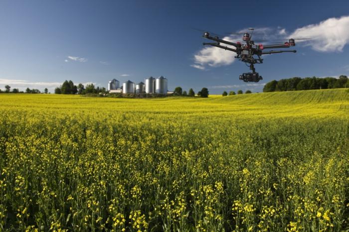 drone-télécommandé-drone-utilisé-dans-l'agriculture