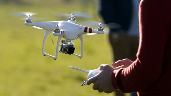 drone-télécommandé-joli-modèle-blanc