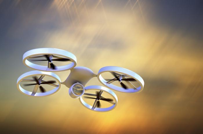drone-télécommandé-joli-quadcopter-en-vol