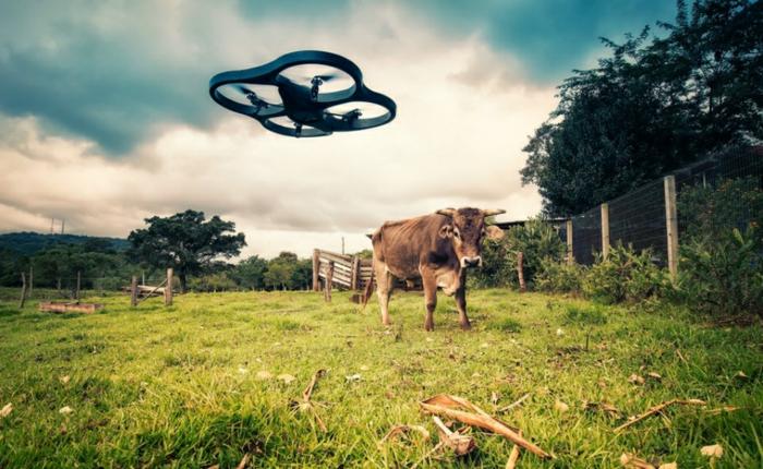 drone-télécommandé-un-drone-élégant-dans-la-campagne