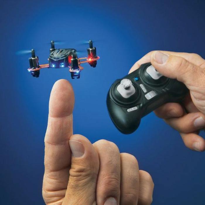 drone-télécommandé-un-mini-copter-à-télécommande