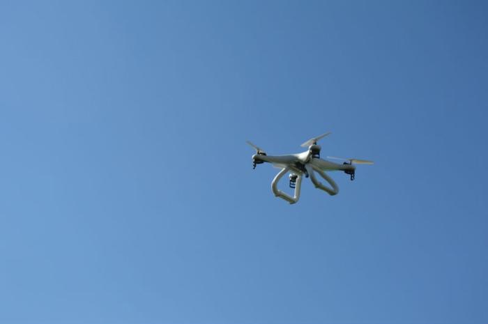 drone-télécommandé-un-ufo-dans-le-ciel