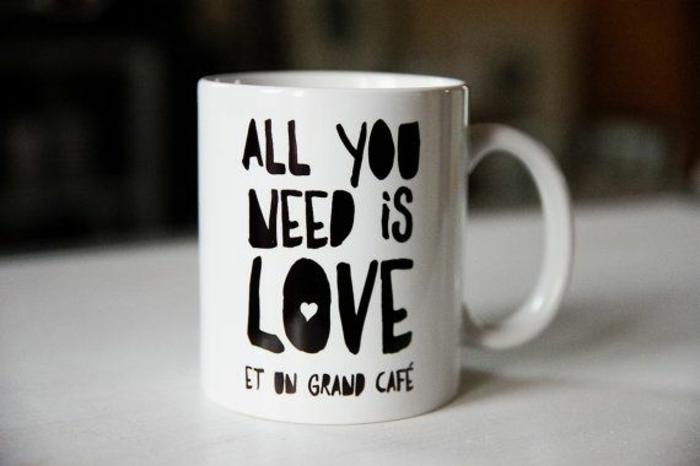 faire-mugs-personnalisés-mug-magique-personnalisé-originale-idée-citation-tout-ce-dont-on-a-besoin-est-amour-et-café