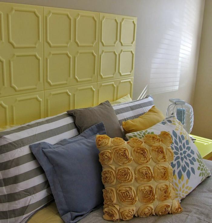 faire-une-tête-de-lit-soi-même-en-tuiles-à-plafond