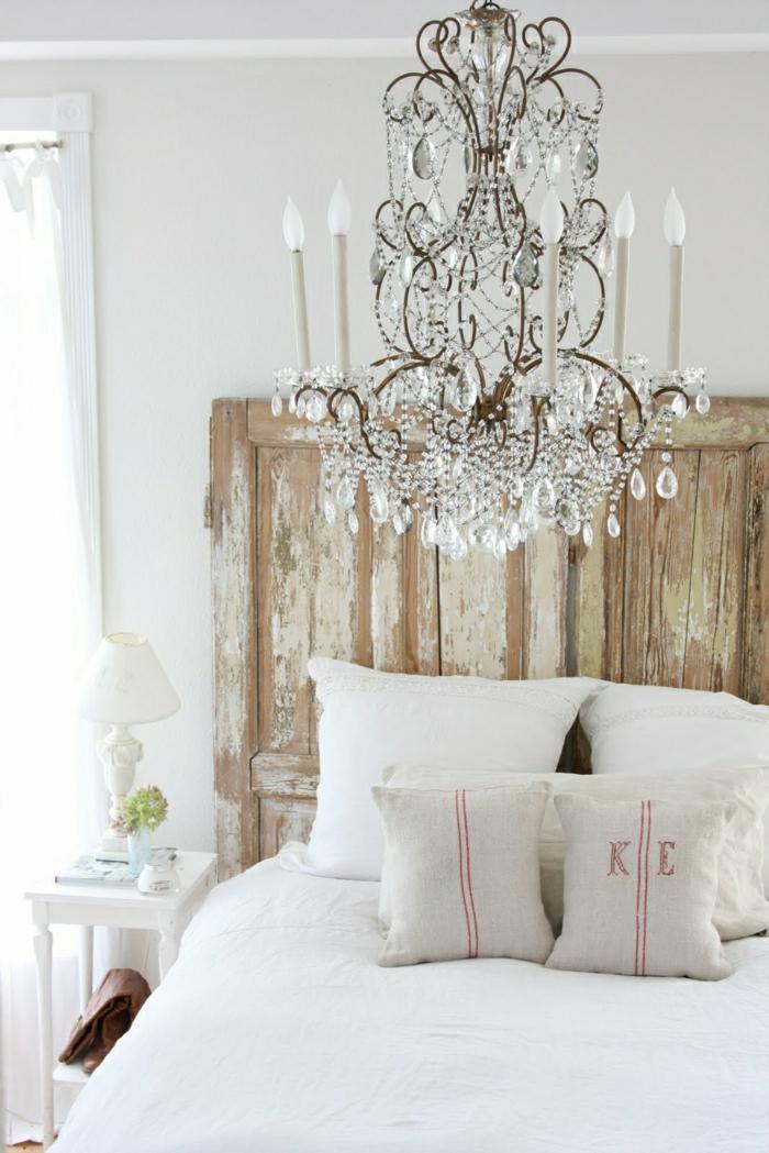 faire-une-tête-de-lit-soi-même-en-utilisant-une-vieille-porte-en-bois